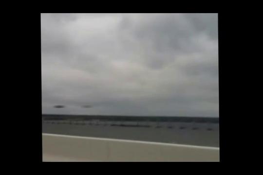 Ufo ripreso sul Pensacola Bridge in Florida, Gennaio 2012.