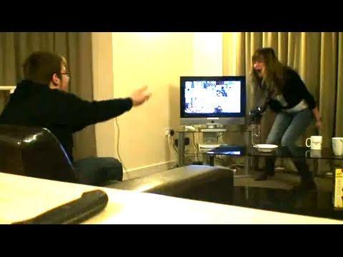 Video fake: Frantuma l'Xbox dalla rabbia.